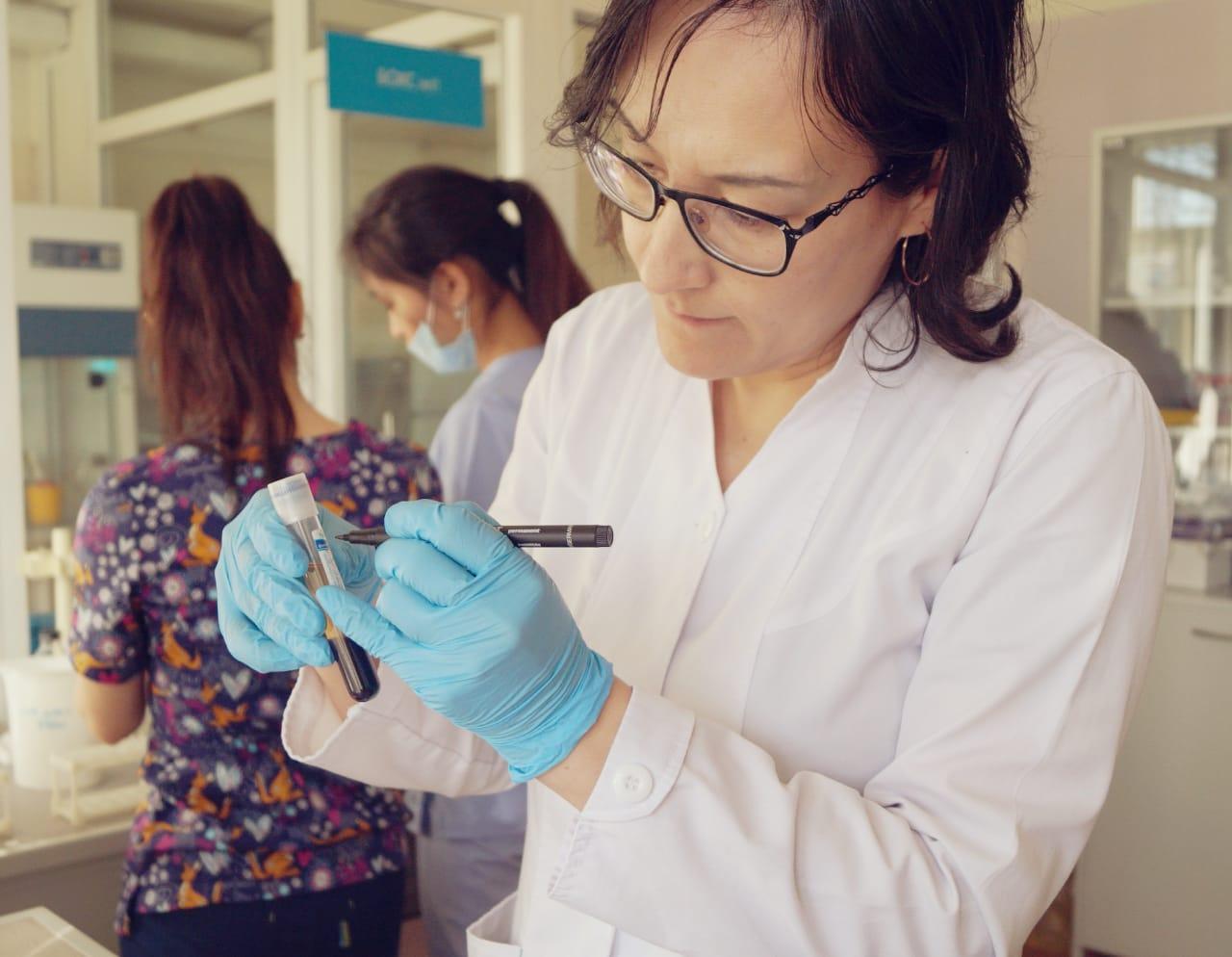 29 марта 2019 на базе лаборатории КазНИИОиР при поддержке компании АстраЗенека Казахстан прошел медицинский практический семинар «Молекулярно-генетическое тестирование пациентов с немелкоклеточным раком легкого».