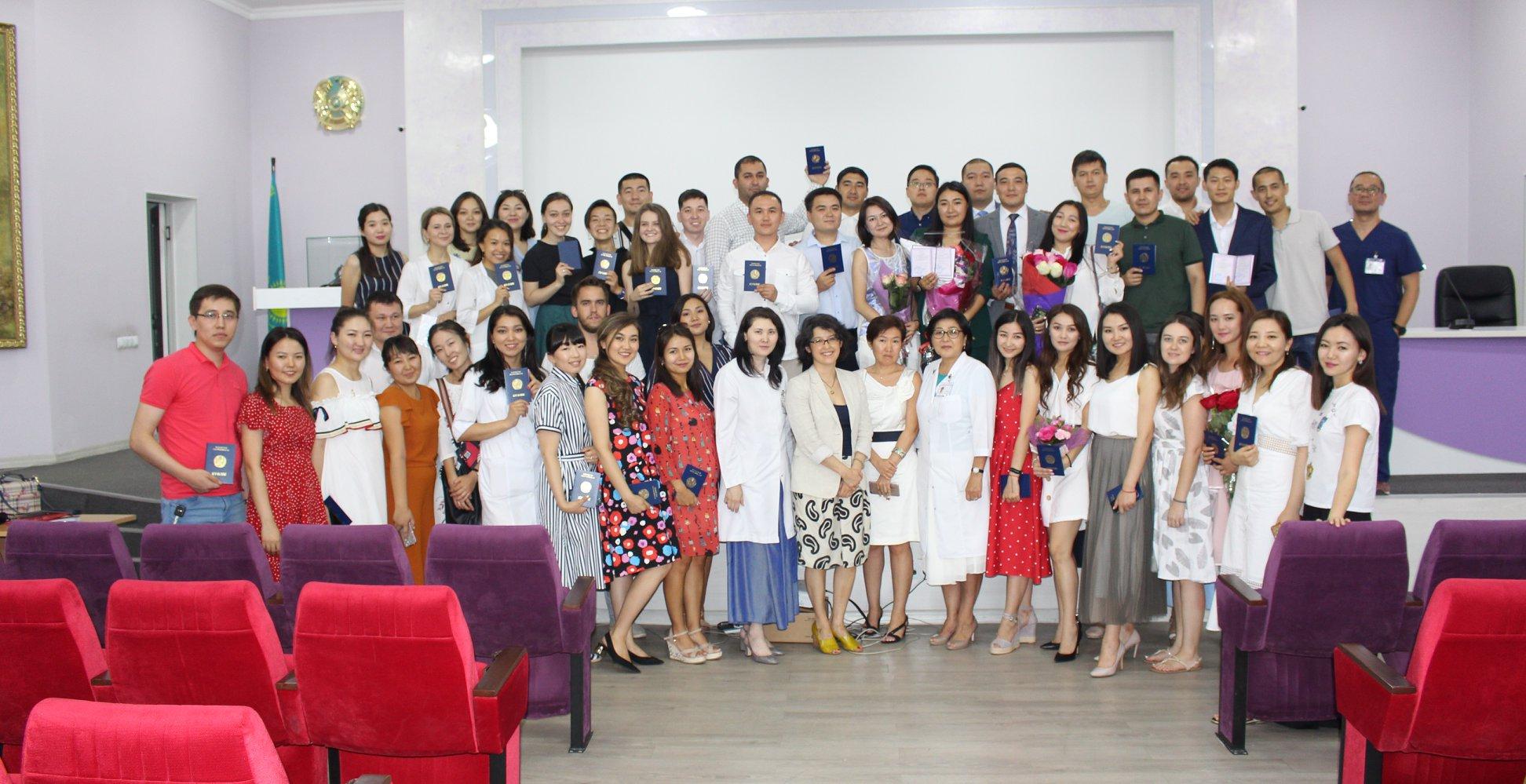 Подготовка кадров в КазНИИОиР: молодые врачи отправятся в регионы