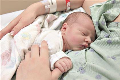 Казахстанка родила здорового малыша после лечения онкологии