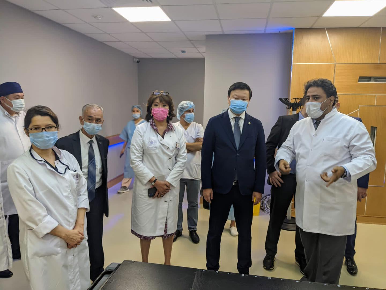 Министр здравоохранения Алексей Цой посетил Казахский НИИ онкологии и радиологии