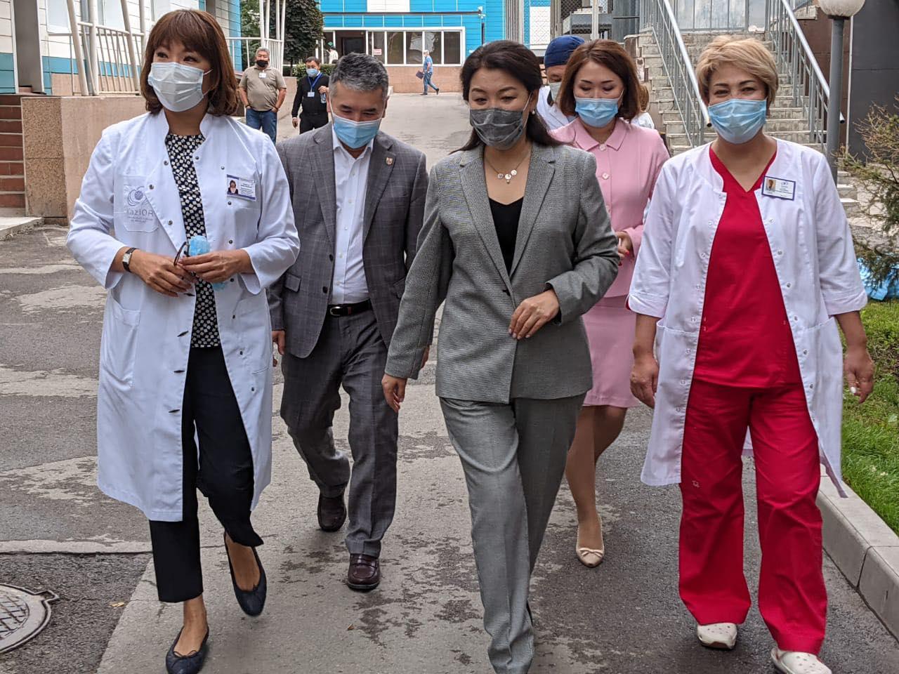 Визит вице-министра здравоохранения Ажар Гиният в «Казахский научно-исследовательский институт онкологии и радиологии»